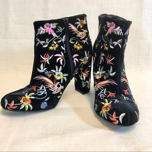Lulu's Shoes - Black Velvet Embroidered Booties Size 6 Lulu's